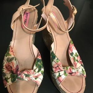 Betsey Johnson Platform Floral Sandals size 8.5